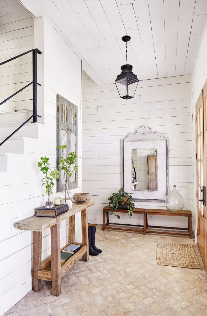 Joanna Gaines' entrance hall. credit Cody Ulrich