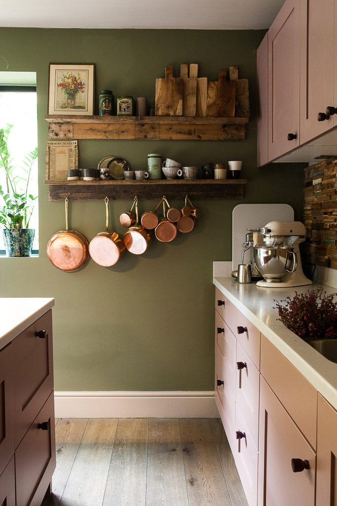 Gemma-Lewis-kitchen-shelves