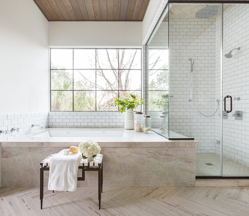 Inspiration gallery: Light and airy bathrooms