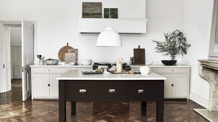 Neptune-Suffolk-Kitchen-Charlecote-kitchen-island-in-Walnut-ú1,900,-Byron-Pendant-ú150