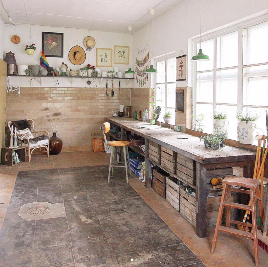 Garden outbuilding interiors @villavarnhem / Instagram