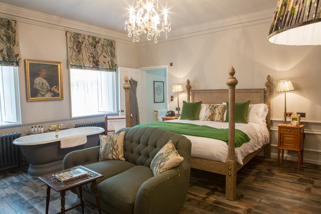 Pig-at-Combe-bedroom