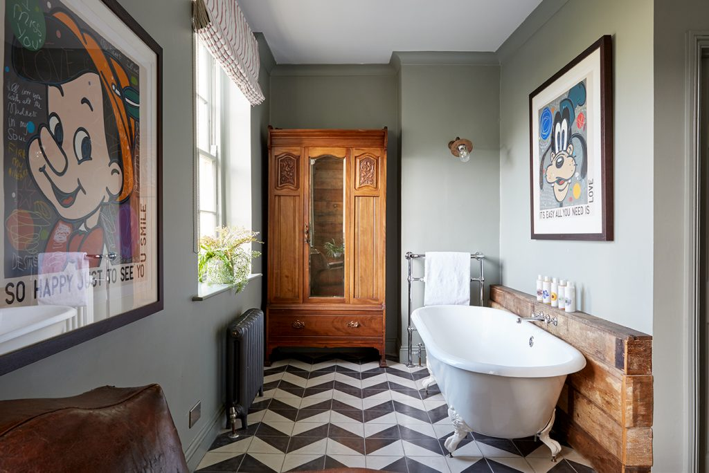Artist Residence Brighton bathroom