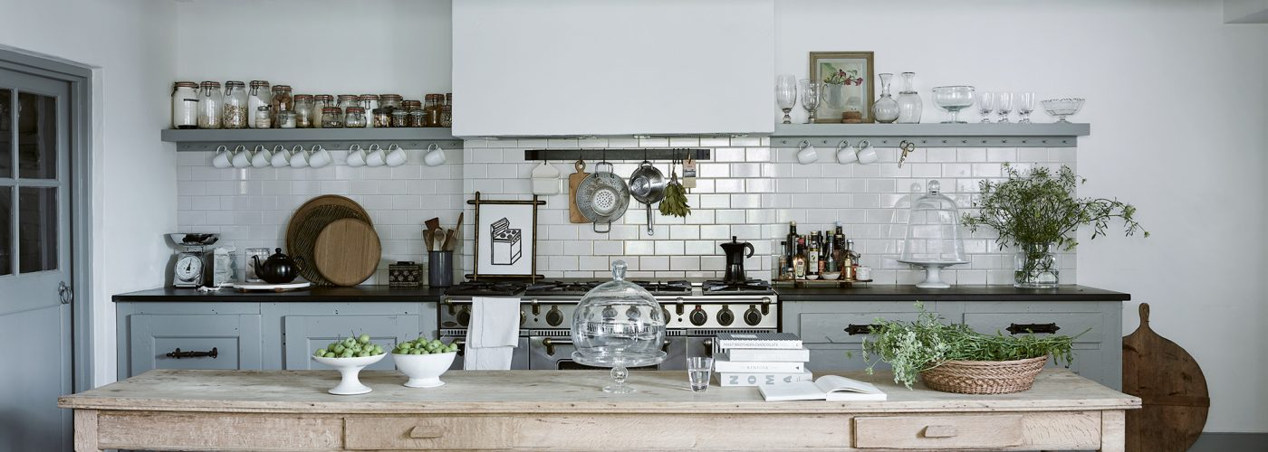 Chief Creative Officer for The White Company Mark Winstanley's kitchen featured in 'For the Love of White' by Chrissie Rucker © Chris Everard