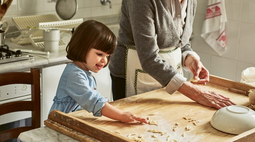 Rosetta & granddaughter Pasta Grannies © Emma Lee