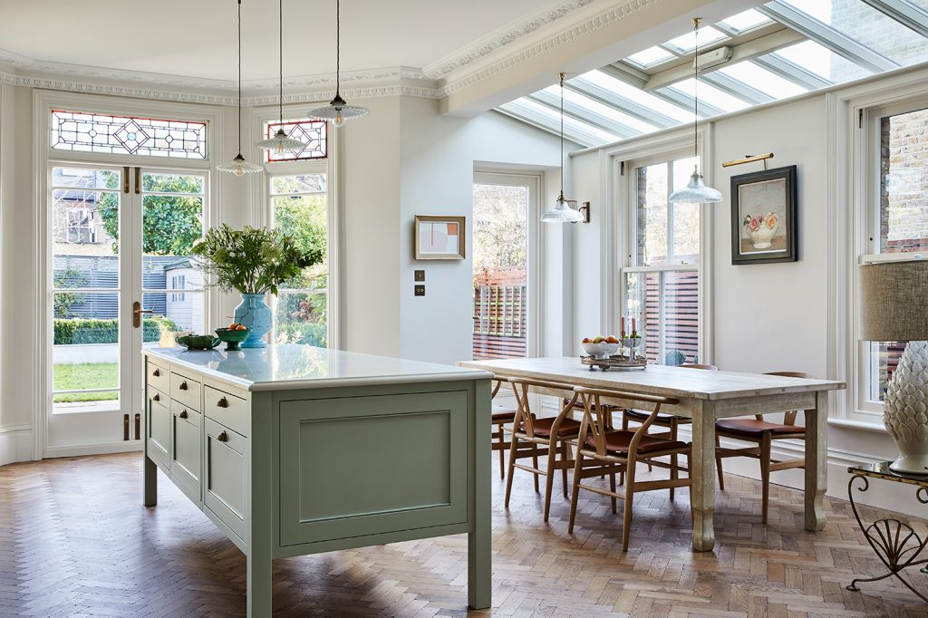 Laura Stephens kitchen with dining table © Chris Snook