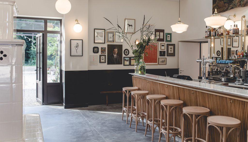 Le Barn bar area