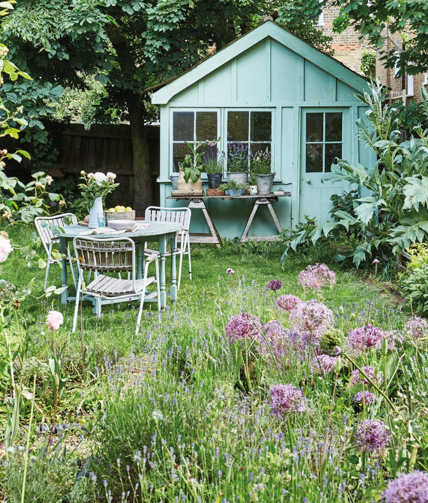 painted shed belonging to stylist Jane Cumberbatch featured in Shed Style by Selina Lake © Ryland Peters & Small