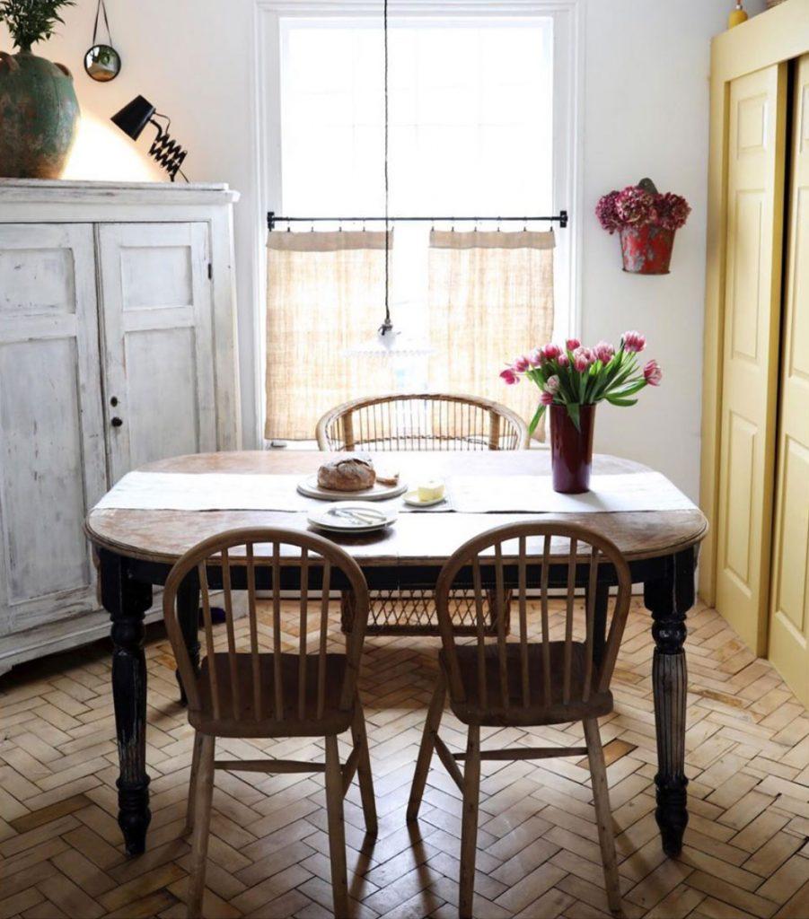Kitchen table, parquet floor and natural linen bistro blind. Instagram @cotedefolk