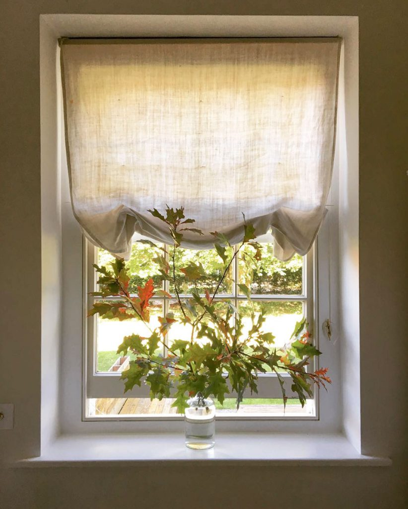 Pretty little window with natural linen blind and autumn leaves. Instagram @marialemesurier