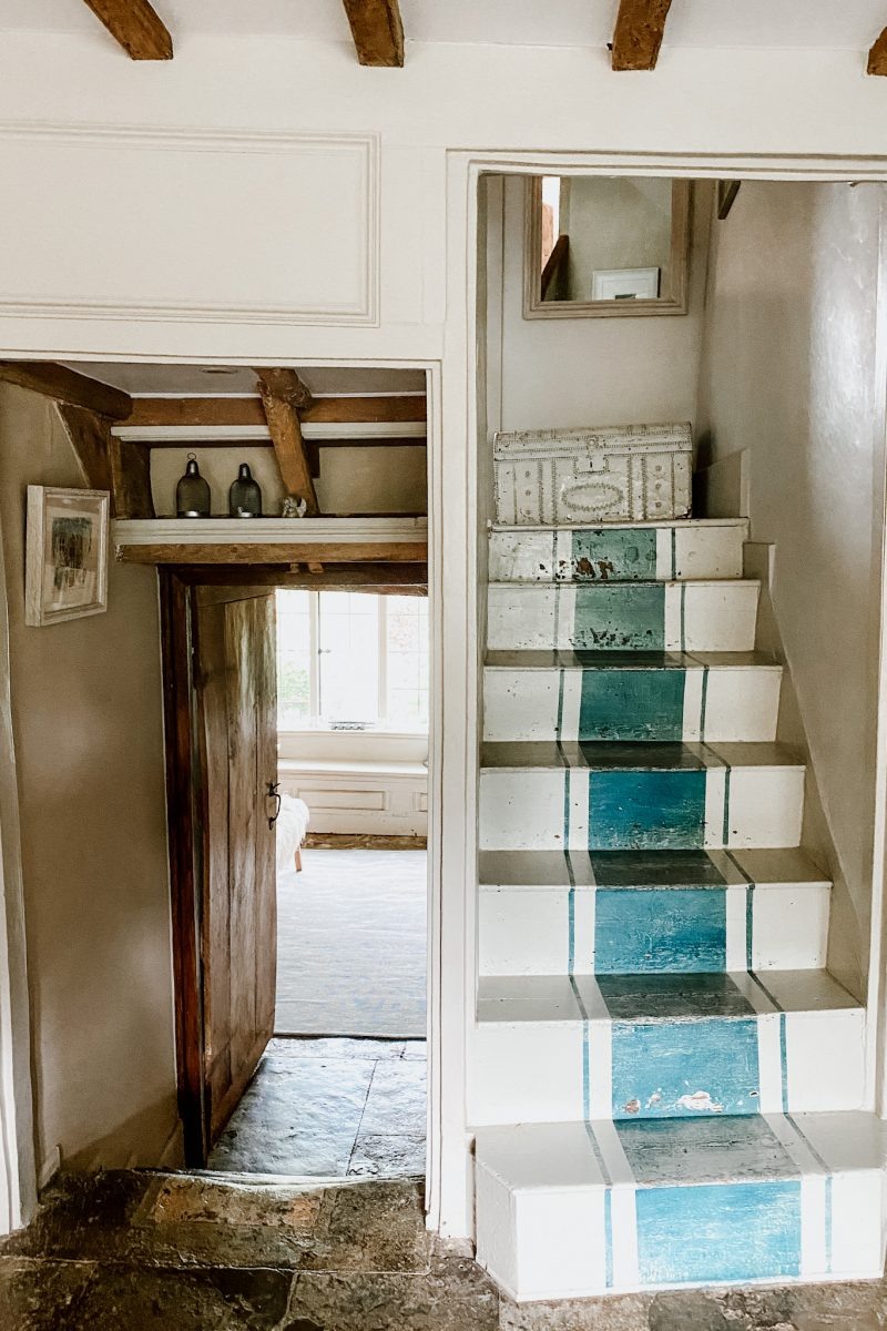 Home Farm - painted Stairs Cotswolds @sisterhouses