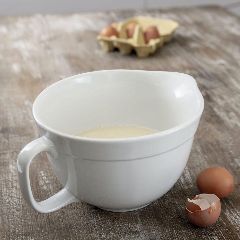 Rialto-Ceramic-Mixing-Bowl,-£25,-Garden-Trading