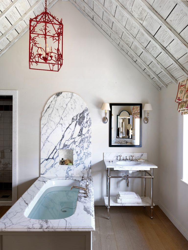 Beata Heuman Every Room Should Sing bathroom © Simon Brown, Rizzoli