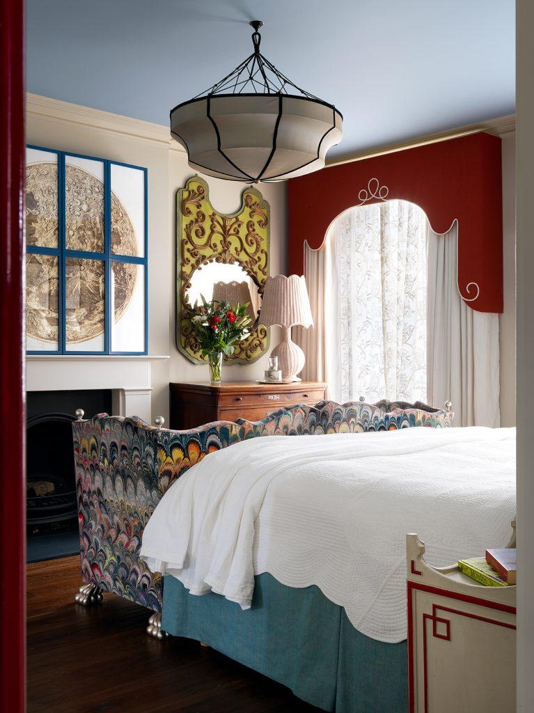 Beata Heuman Every Room Should Sing bedroom © Simon Brown, Rizzoli