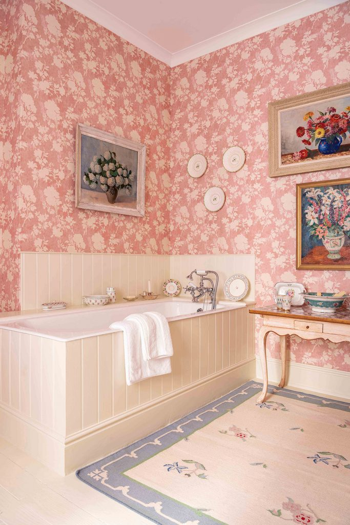 A bathroom at the home of interior designerPenny Morrison with wallpaper © Mike Garlick Photography