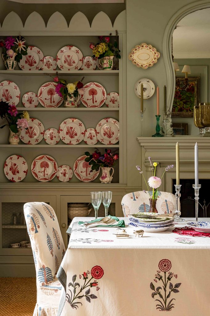 Interior designerPenny Morrison's dining table with her plate collection © Mike Garlick Photography
