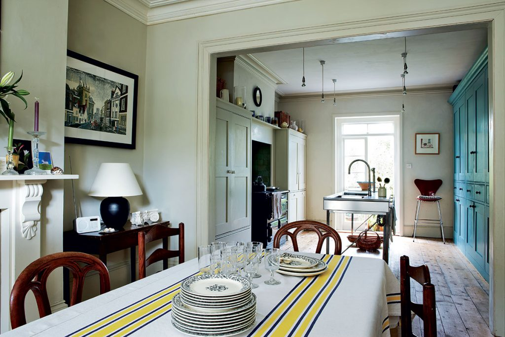 Kitchen and dining room at the home of George-Saumarez-Smith-in-Winchester. Image-by-Jan-Baldwin