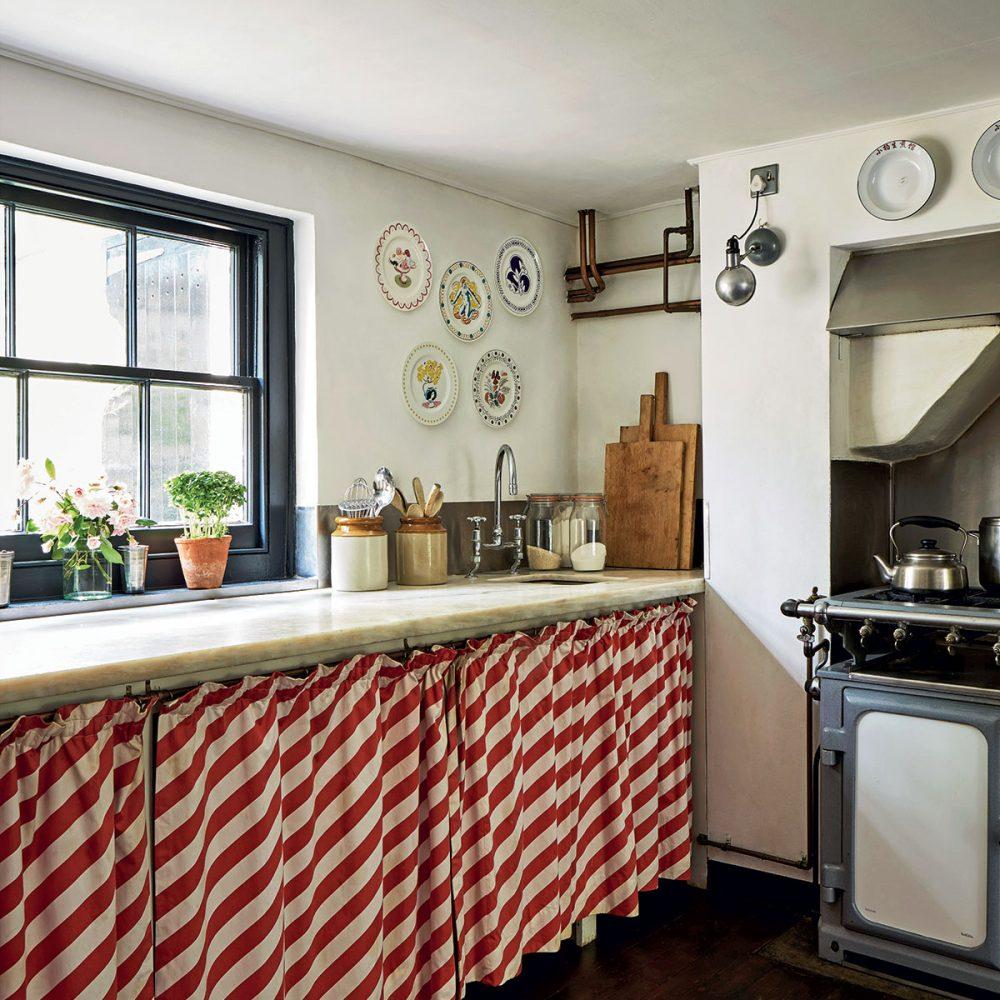 Ros Byam Shaw's Perfect English Kitchens