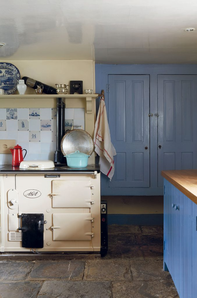 Blue and cream English country style kitchen in the home of the writer Ros Byam Shaw. Image by Jan Baldwin