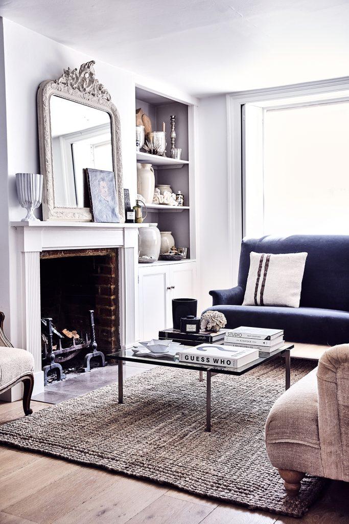 Curate Ali Heath sitting room portrait © Alun Callender